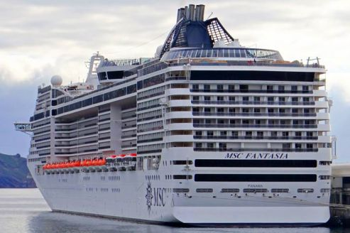 msc-fantasia-msc-cruises-cruise-ship-photos-2015-02-04-at-funchal-madeira