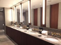 cathay-pacific-lounge-wonderful-washroom-facilities